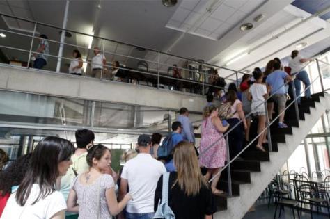 Día del examen de biblioteca en Murcia (21 de julio de 2014) | IMAGEN: Diario La Opinión